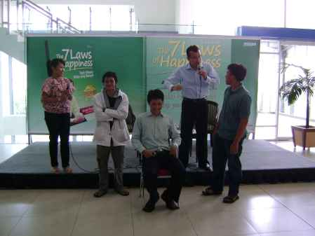 Beberapa peserta ikut dalam interaksi bersama Arvan